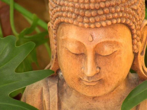 Statut Buddha, le massage balinais était pratiqué par les moines bouddhistes
