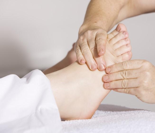 Massage pied droit nu à Narbonne en reflexogie plantaire